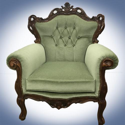 De fauteuil nadat deze is voorzien van een nieuwe stoffering